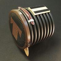 Altavoz con base magnética
