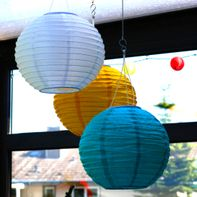 Lampion- en windmobiles ophangen
